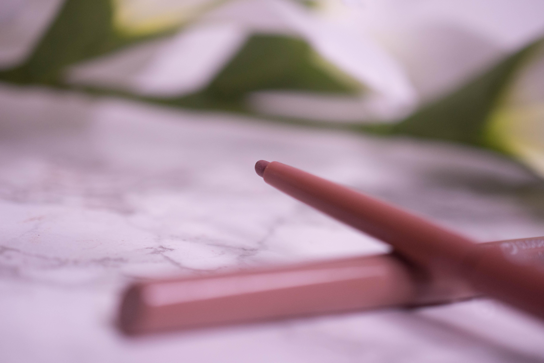 essence longlasting lip liner
